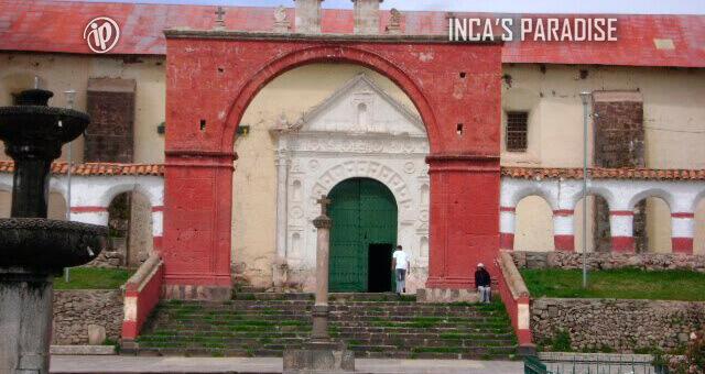 Tour privado Plaza Principal Chucuito Puno