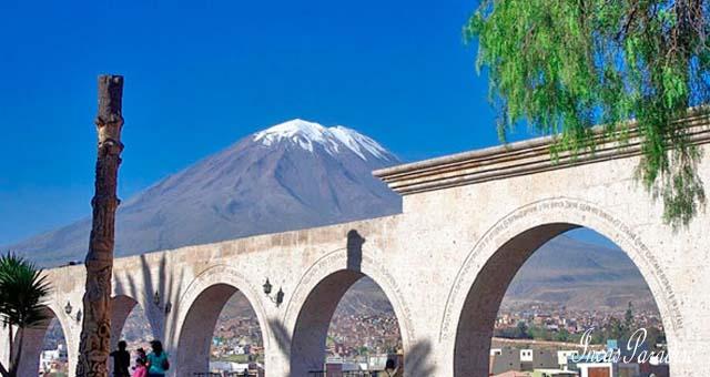 El volcan Misti desde el mirador de Yanahuara