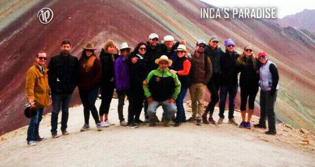 Foto grupal en la montaña colorada