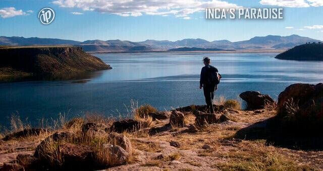 Meditanto frente a la Laguna Umayo