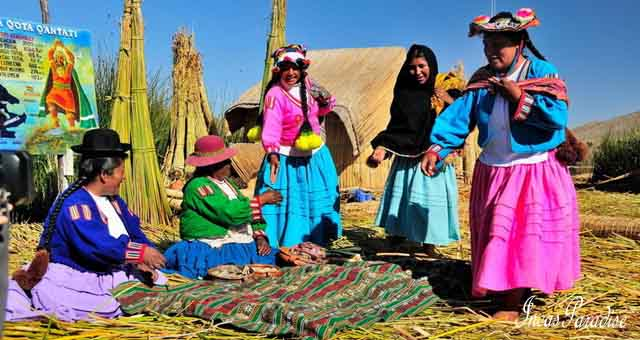 isla uros vivencial en lago titicaca