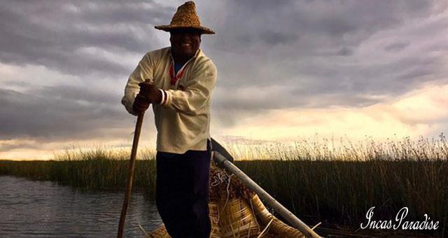 remando en lago titicaca